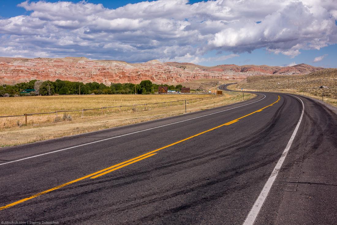 Живописная дорога в штате Вайоминг. Путешествие на велосипеде в одиночку по США. Scenic road in Wyoming. Solo bike trip.