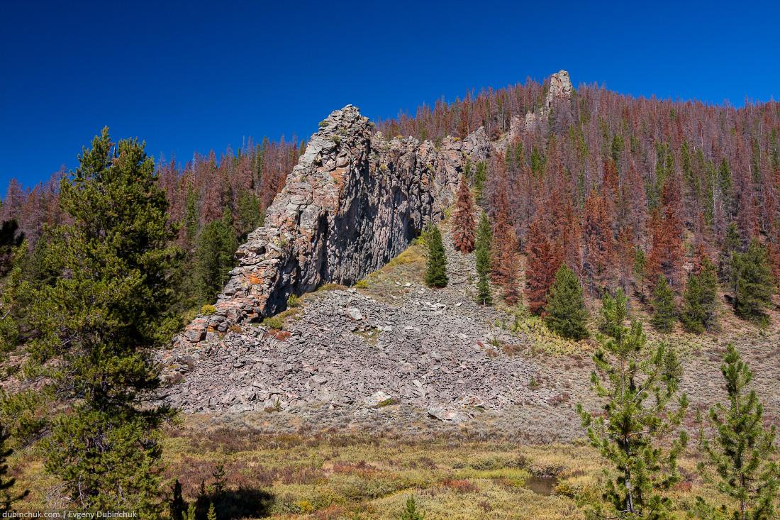 Скалы в штате Колорадо. Одиночное путешествие на велосипеде по США. Rocks in Colorado in autumn