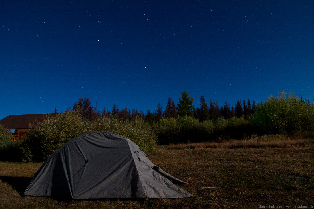 Палатка ночью. Одиночное путешествие на велосипеде по США. Tent at night. Solo cycling tour in USA