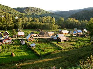Деревня в горах Урала. Village in Ural mountains