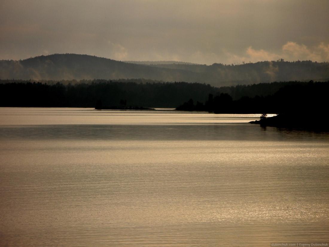 Озеро Иткуль. Путешествие на велосипеде в одиночку по Уралу. Landscape of mountains and lake in haze