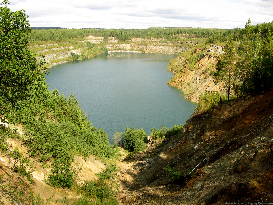 Озеро в бывшем карьере. Одиночный поход на велосипеде по Уралу. Blue lake in ex open cast mine