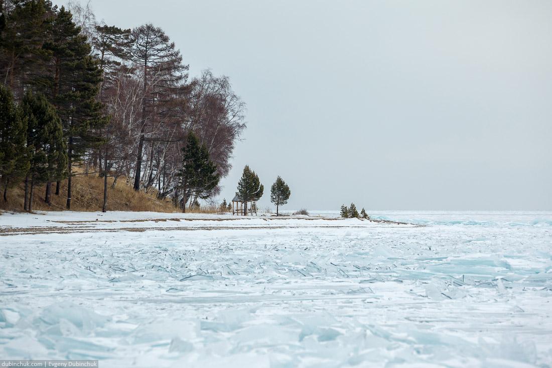 Ледяные торосы на Байкале. Путешествие на Байкал на коньках. Ice hummocks on frozen Baikal lake