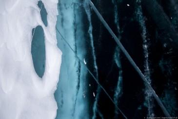 Трещины во льду Байкала. Поход по Байкалу на коньках. Cracks on Baikal ice in winter