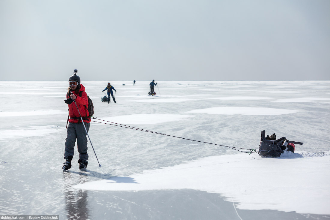 Пятнистый лед Байкала. Путешествие по Байкалу на коньках. Ice skating trip on Baikal lake.