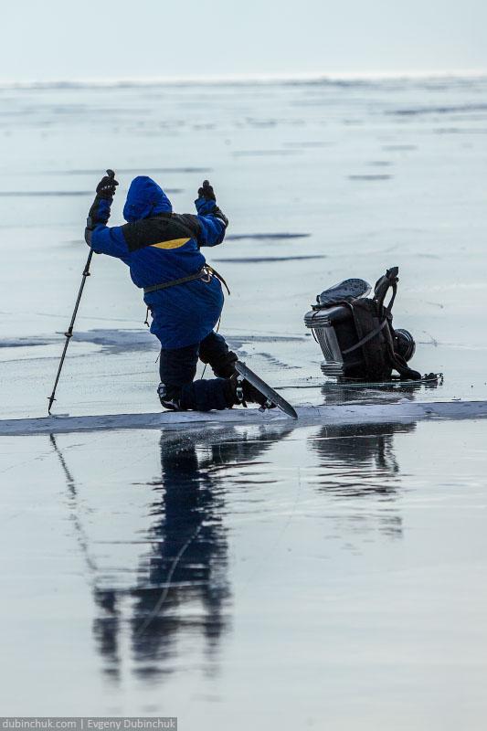 О пользе защиты в походе по Байкалу на коньках. Ice skating tour on Baikal lake