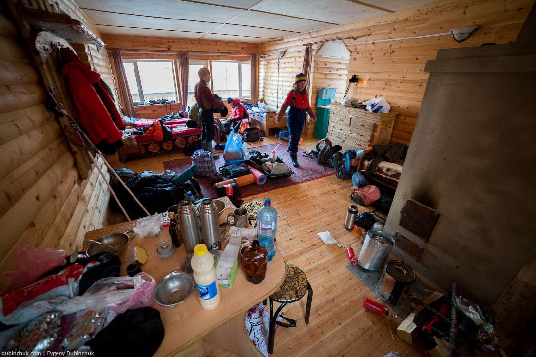 Хоботня в домике на турбазе. Поход по Байкалу на коньках