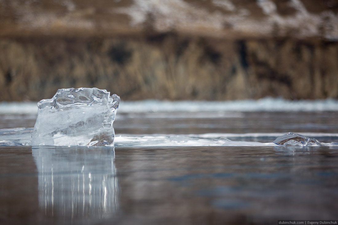 Ледяные фигурки. Поход на Байкал на коньках. Ice skating tour on Baikal lake