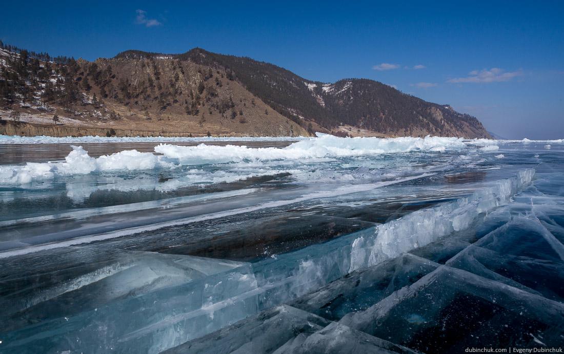 Чистый лед Байкала. Трещина. Путешествие на Байкал на коньках. Ice cracks of Baikal lake. Ice skating tour on Baikal in winter