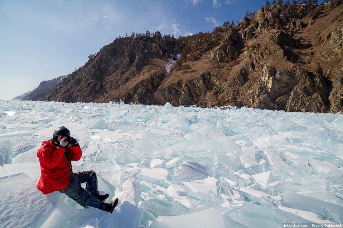 Ледяные торосы на Байкале. Путешествие по Байкалу на коньках. Ice hummocks on frozen Baikal lake