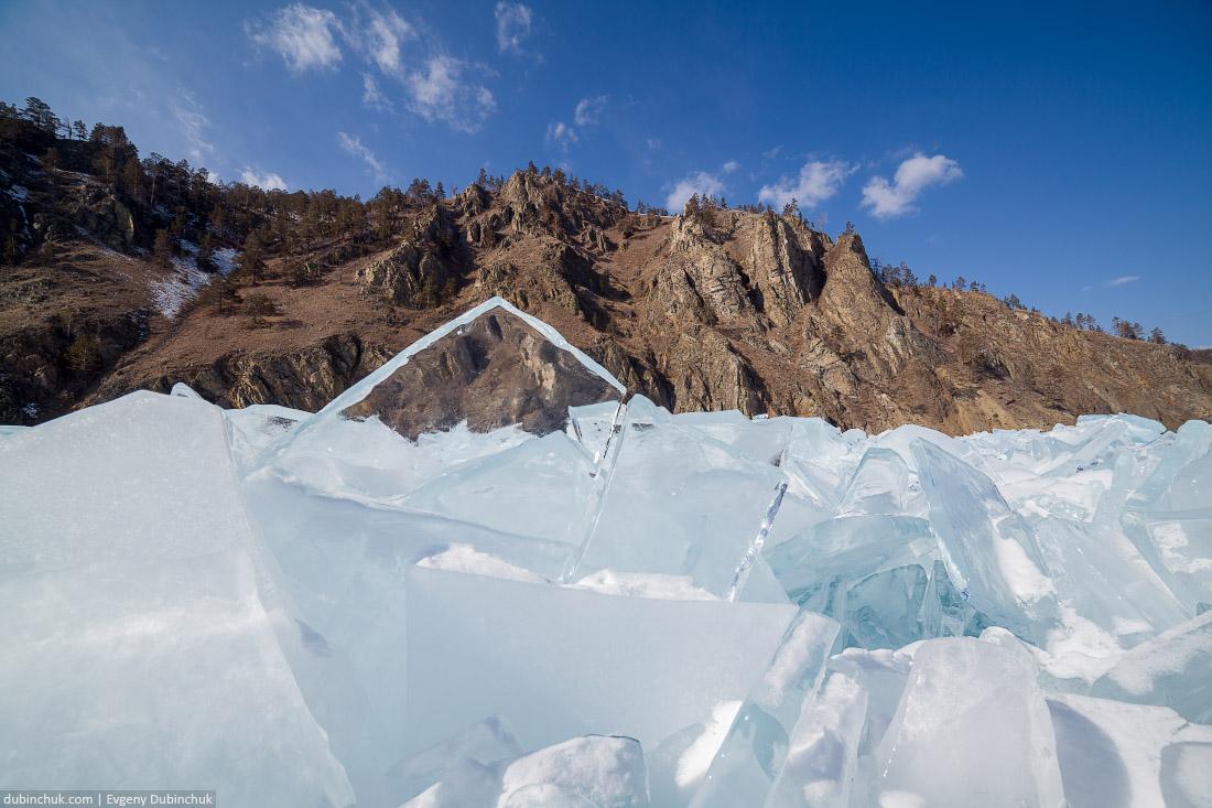 Ледяные торосы на Байкале. Кристально чистый лед. Путешествие по Байкалу на коньках. Ice hummocks on frozen Baikal lake