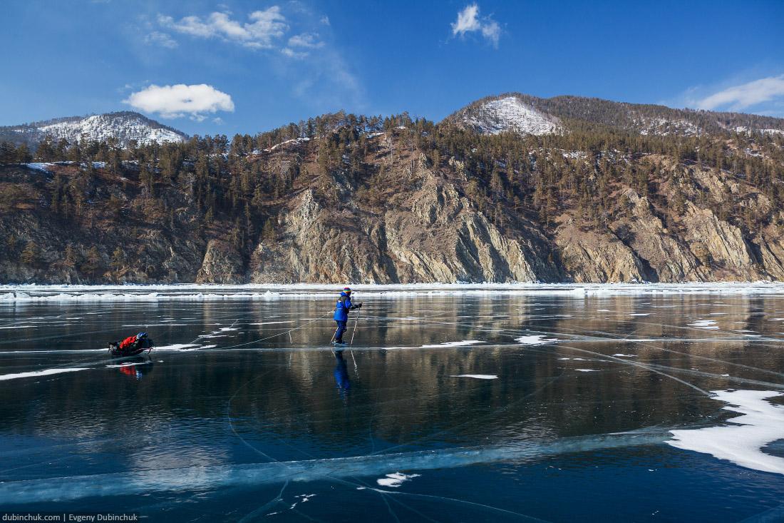 Поход по Байкалу на коньках. Кристально чистый лед Байкала. Ice skating tour on Baikal lake. Pure cristal ice
