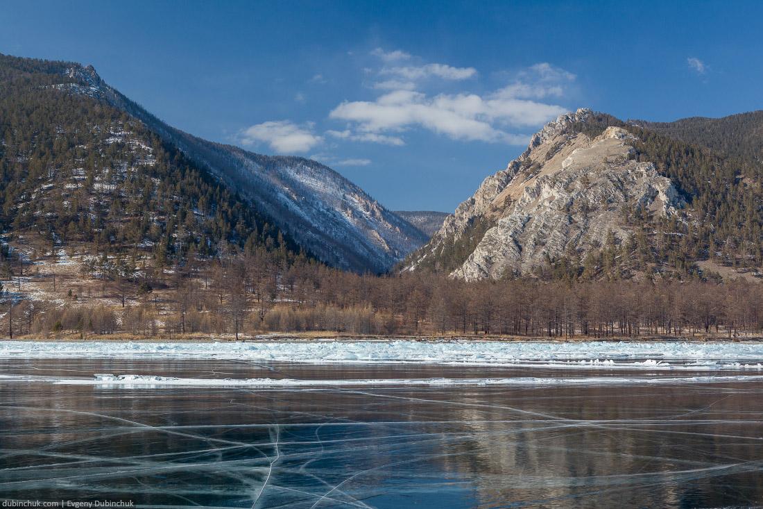 Поход по Байкалу на коньках. Уютное ущелье. Ice skating tour on Baikal lake.