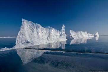Разнообразные формы льда на Байкале. Путешествие по льду Байкала на коньках. Pure Baikal ice