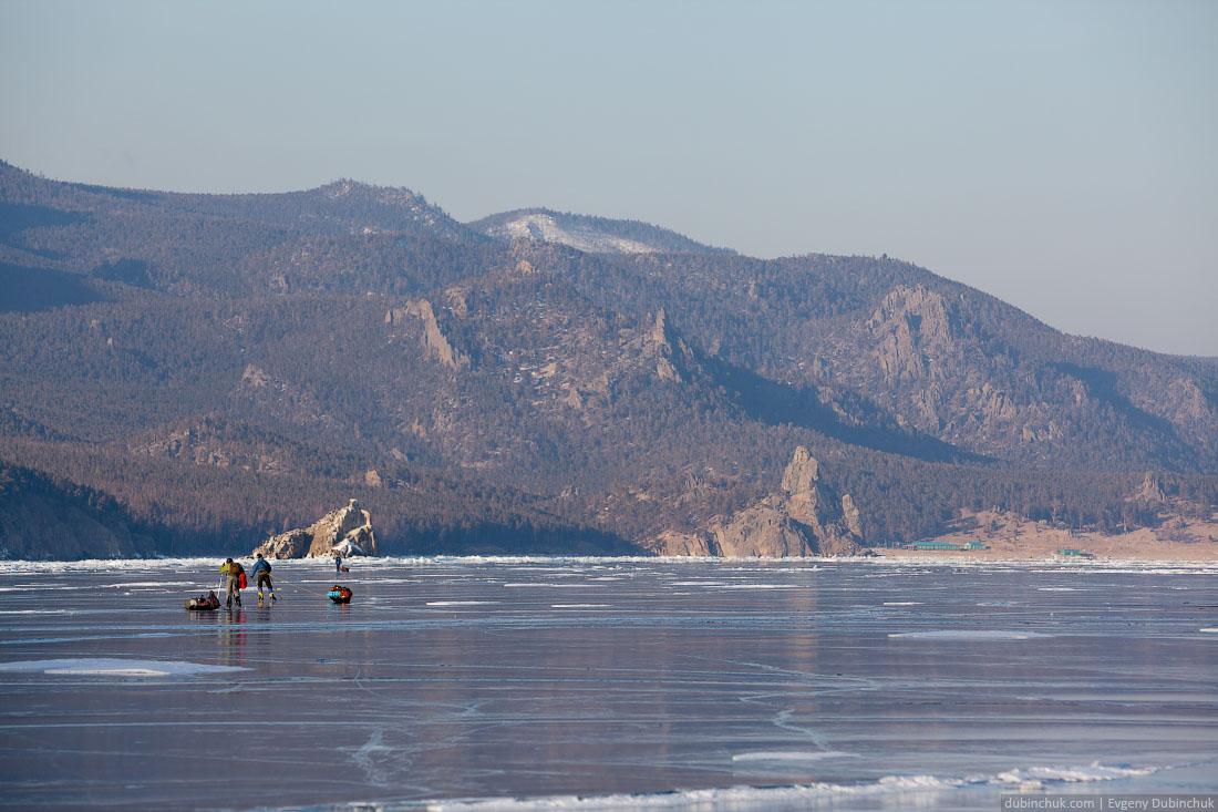 Путешествие по Байкалу на коньках. Бухта Песчаная. Baikal ice skating trip
