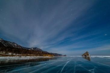Бакланий камень, Байкал. Ночь, лед, зима, звездное небо... Путешествие на Байкал на коньках. Pure ice of Baikal lake at night in winter.