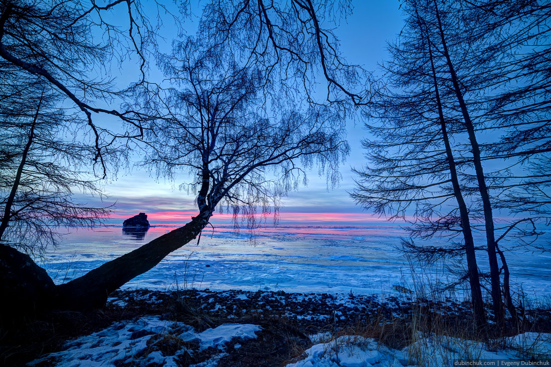 Зимний Байкал на рассвете. Бакланий камень. Поход по Байкалу на коньках. Lake Baikal in winter. Sunrise