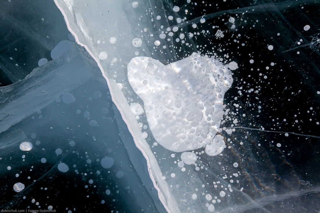 Пузыри во льду Байкала. Путешествие по Байкалу на коньках. Ice on Baikal lake