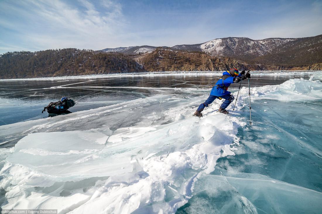 Путешествие по Байкалу на коньках. Преодоление трещины. Ice skating tour on Baikal lake. Large Crack in ice