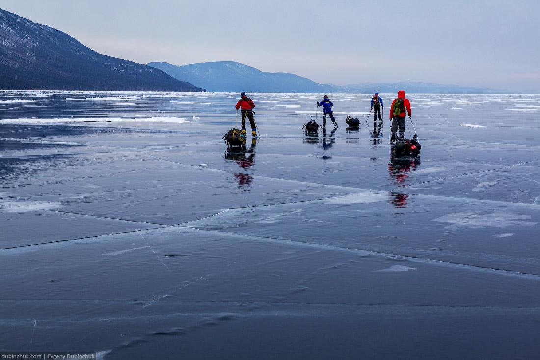 Путешествие по Байкалу на коньках зимой. Pure ice of Baikal lake in winter. Ice skating tour