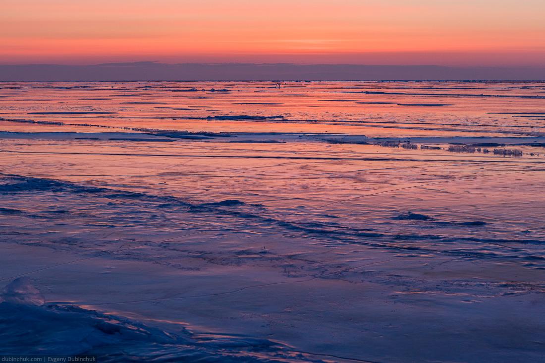 Зимний Байкал - фото льда на рассвете. Путешествие на Байкал на коньках. Winter Baikal - photo of ice at sunrise. Ice skating tour