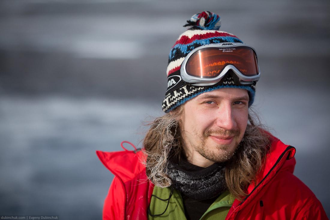 Андрей покрылся инеем. Поход по Байкалу на коньках