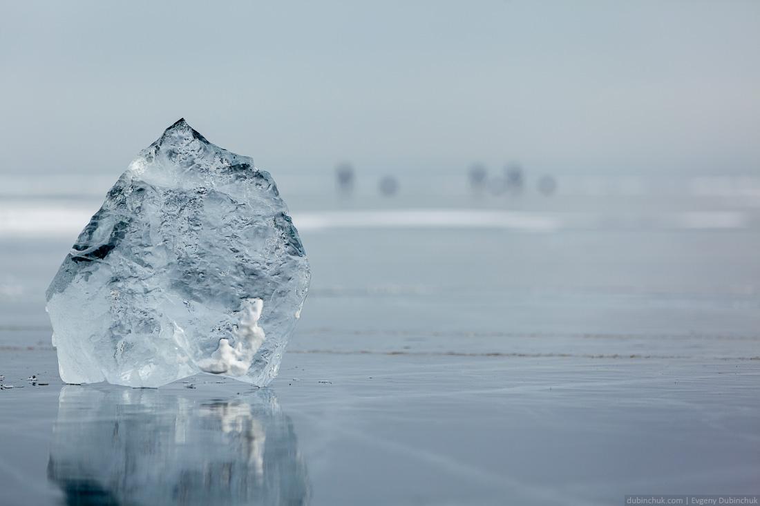 Льдина на Байкале. Поход на Байкал на коньках. Ice skating tour on Baikal lake