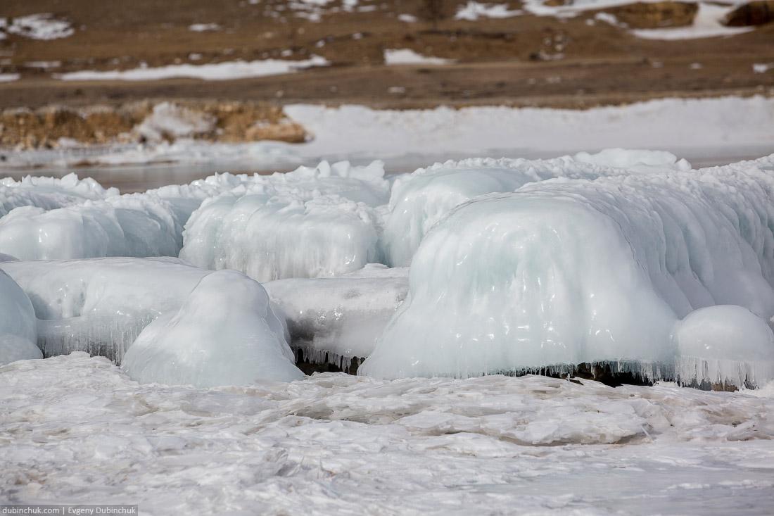 Сокуи - замерзшие наплески воды. Путешествие по Байкалу на коньках. Ice formations on Baikal lake
