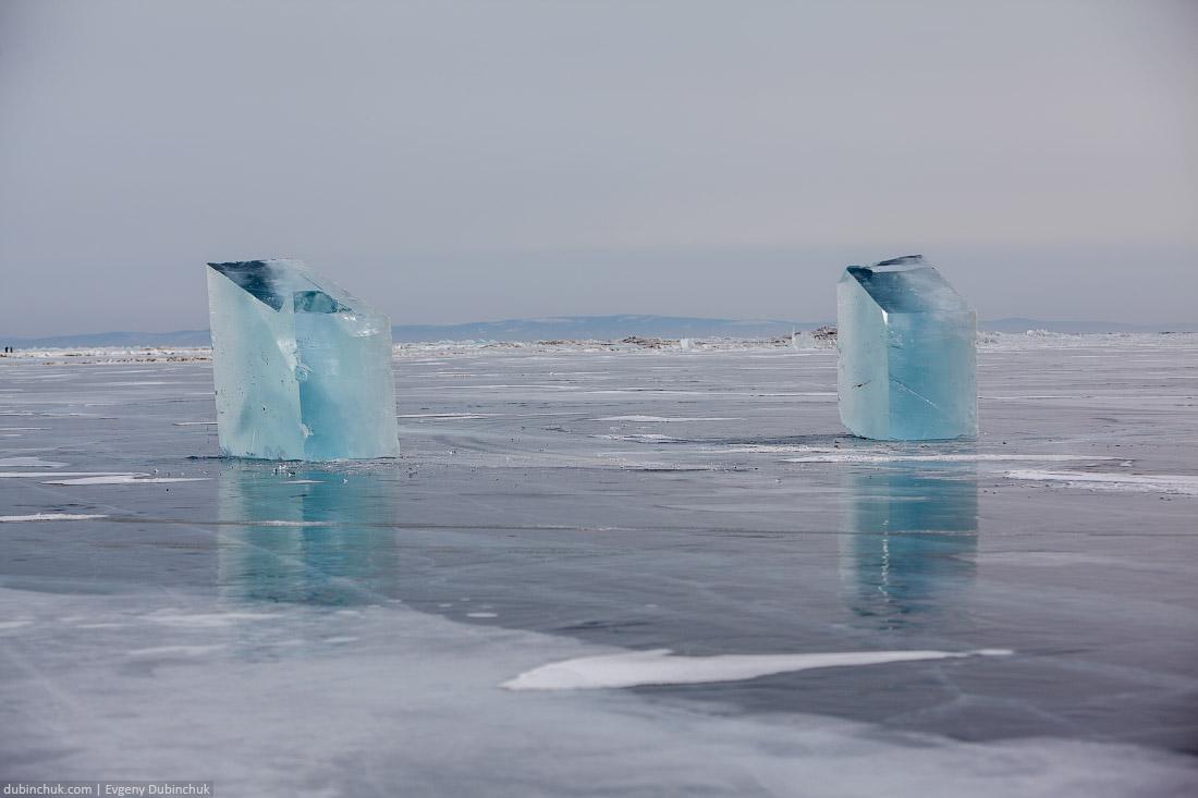 Заготовки из льда для вырезания лошадей. Бугульдейка. Путешествие по Байкалу на коньках. Ice blocks on Baikal lake