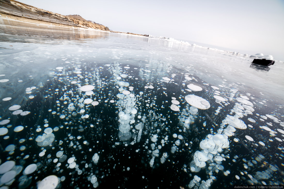 Пузыри во льду Байкала. Путешествие на Байкал на коньках. Bubbles in ice of Baikal lake