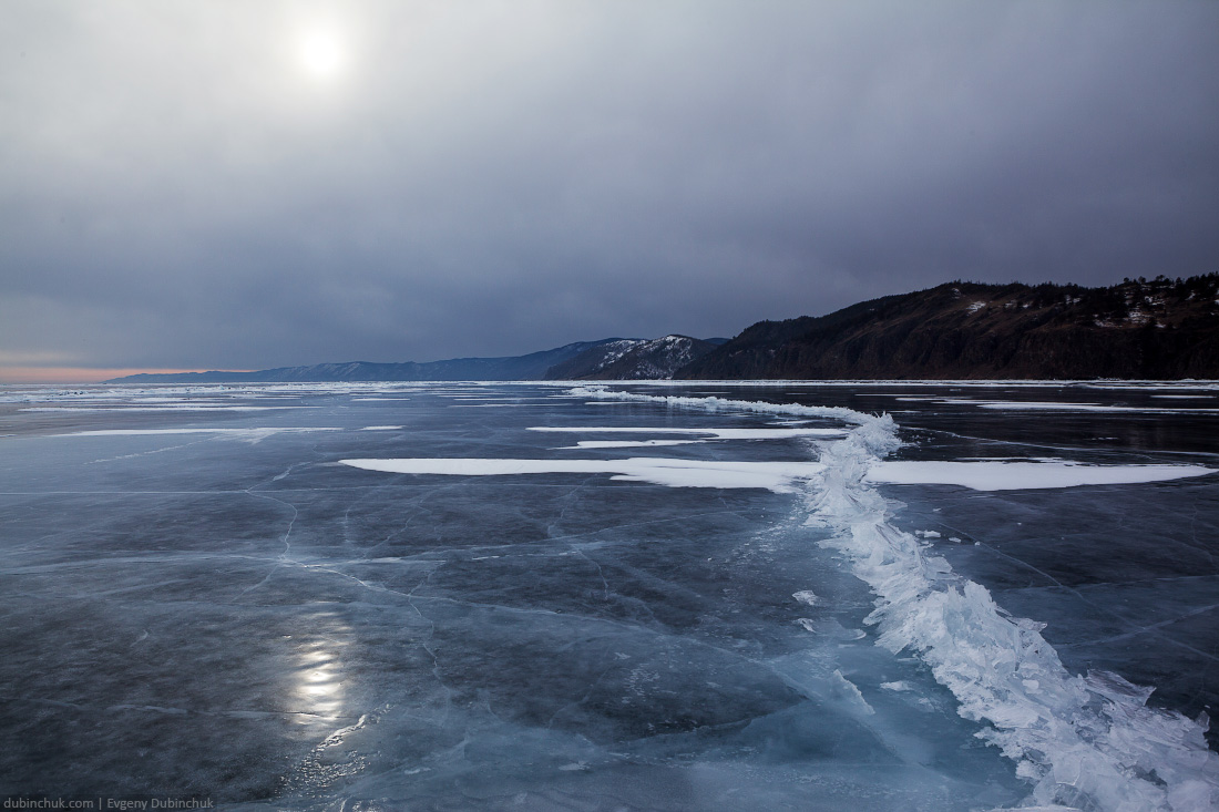 Свинцовые тучи над Байкалом. Путешествие на Байкал на коньках. Baikal lake ice