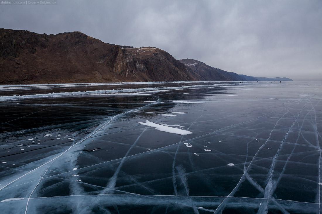 Свинцовые тучи над Байкалом. Путешествие на Байкал на коньках. Baikal lake ice. Skating tour on Baikal