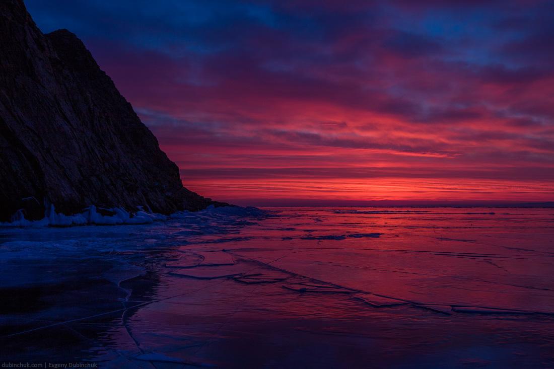 Зимний Байкал - фото льда на рассвете. Путешествие на Байкал на коньках. Winter Baikal - photo of ice at sunrise. Ice skates tour
