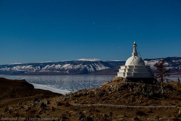 Остров Огой и Ступа Просветления на зимнем Байкале ночью. Поход на Байкал на коньках. Ogoy island, Baikal lakel at winter.