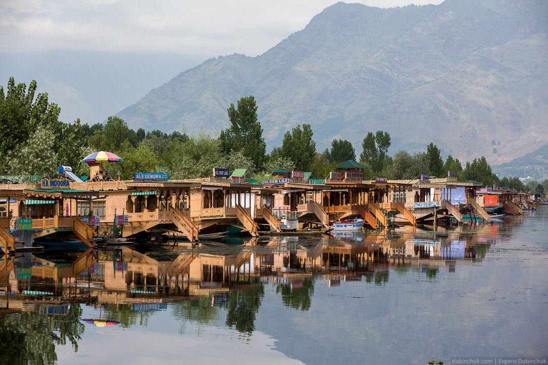 Отели на озере Дал в Шринагаре