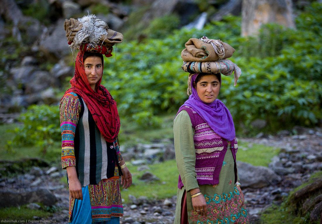 Женщины Кашмира за работой