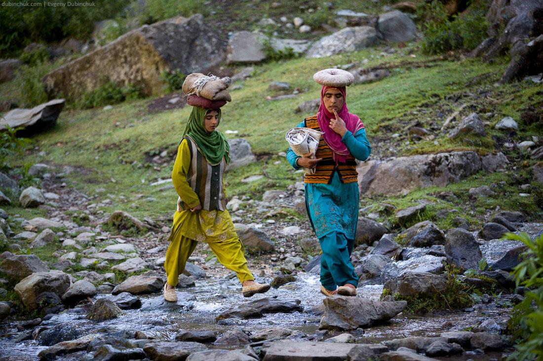 Тяжелая доля женщин в Кашмире