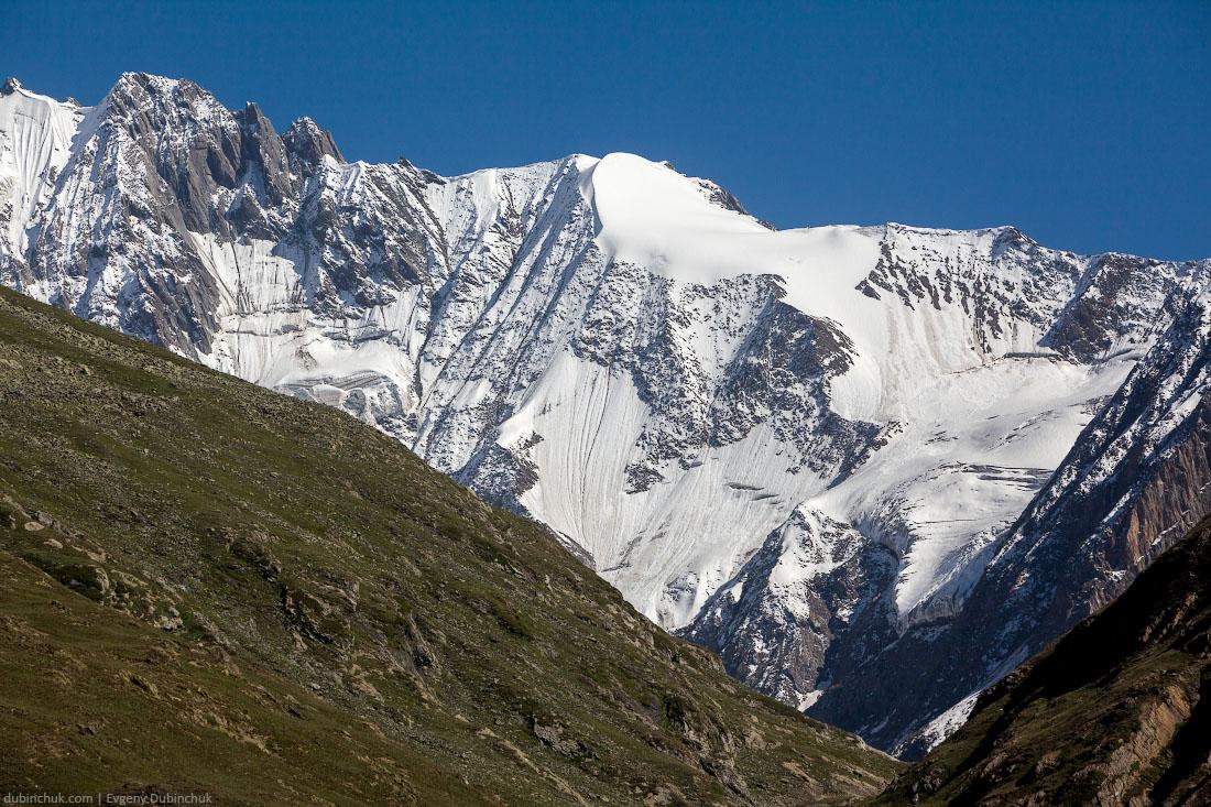 Виды рядом с перевалом Зоджи Ла (Zoji La) в Кашмире, Северная Индия