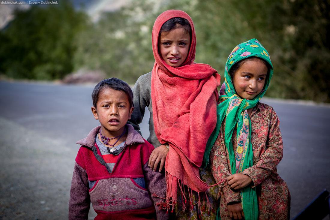 Колоритные дети в Кашмире
