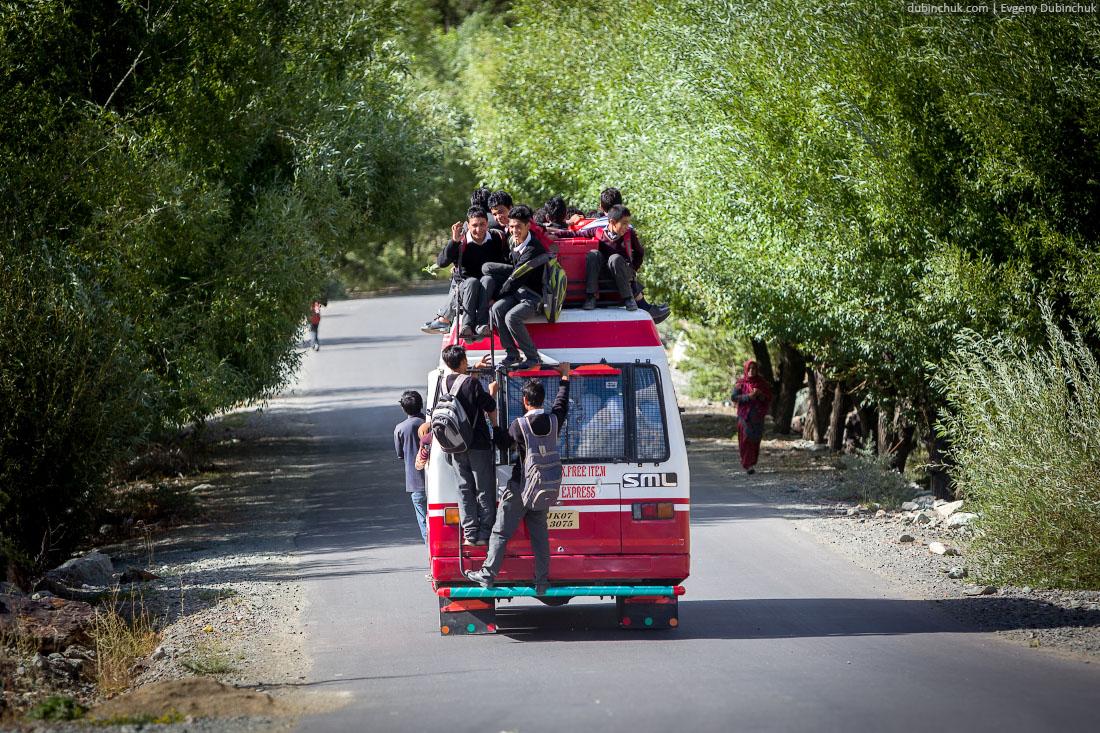 Индийский школьный автобус. Кашмир