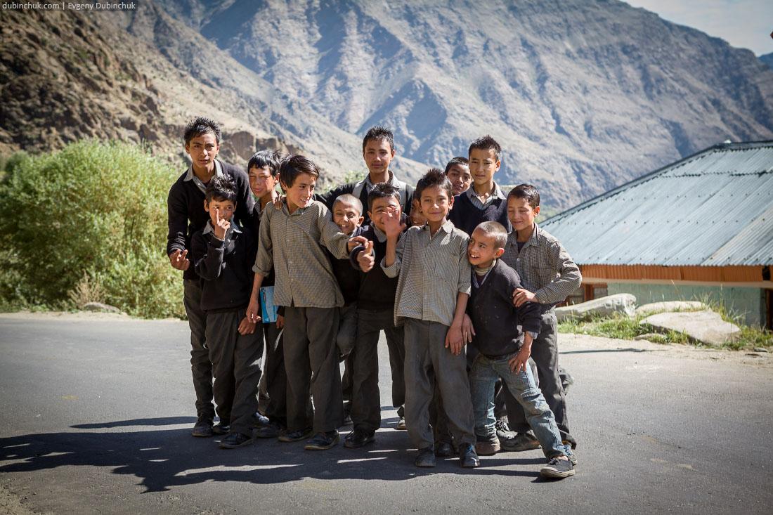 Мальчишки из Кашмира любят фотографироваться