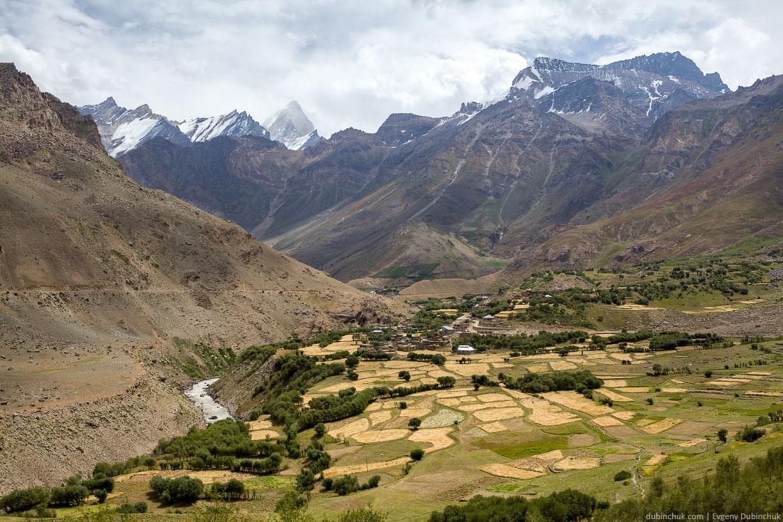 Деревня в Гималаях в районе Нуна и Куна. Северная Индия