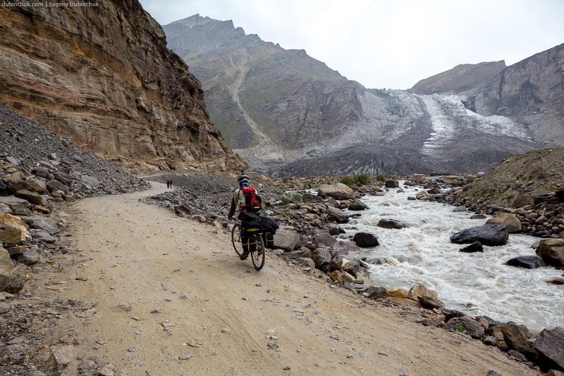 Ледник у дороги. Велопоход по Индийским Гималаям