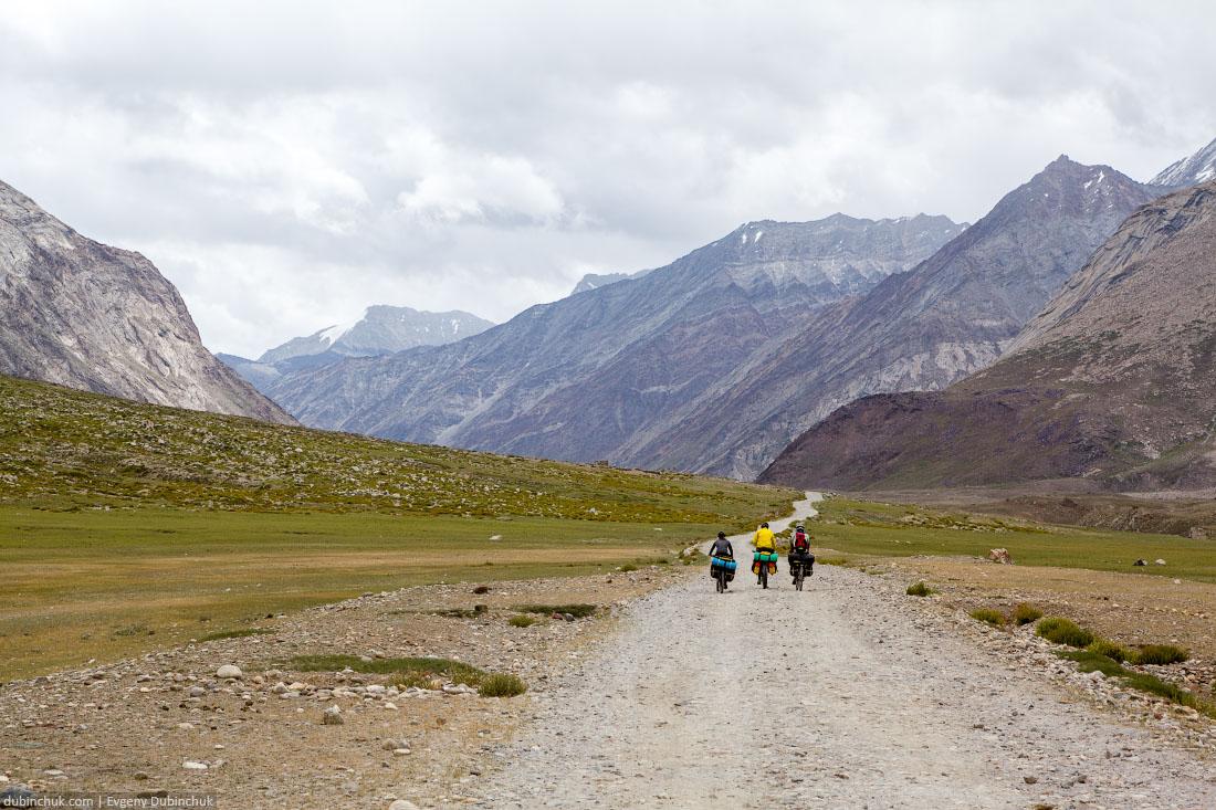 Велосипедисты в Индийских Гималаях