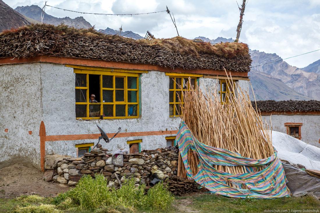 Типичные постройки в Гималаях