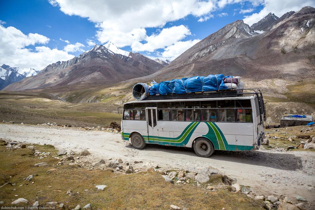 Индийский автобус в горах Ладакха