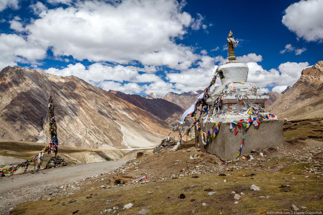 Буддийская ступа в Гималаях, Индия