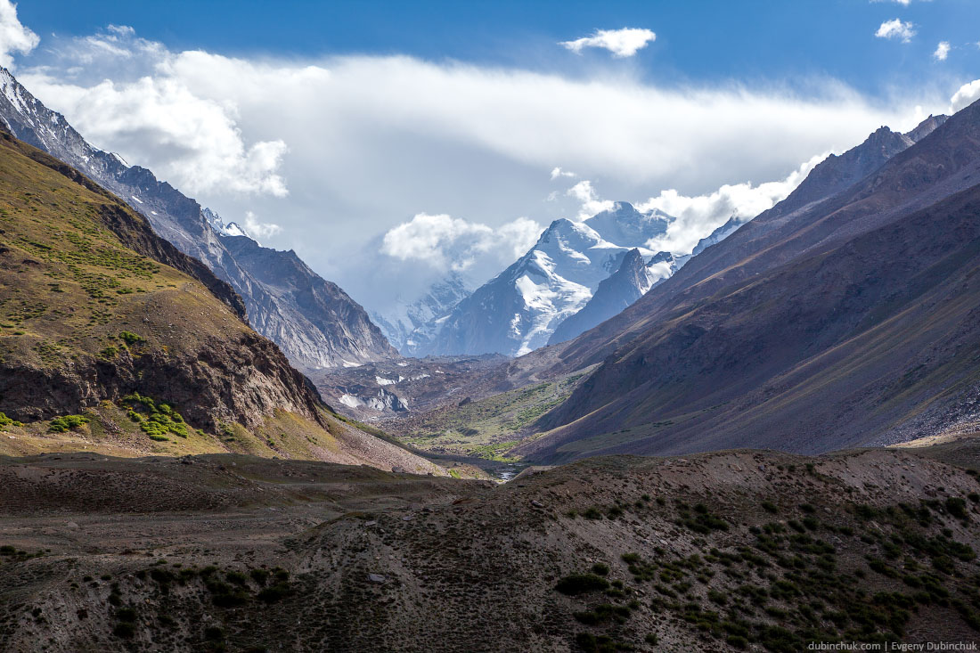 Ледник, стекающий с горного массива Нун-Кун