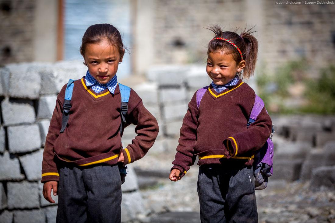 Занскарские школьницы. Индийские Гималаи