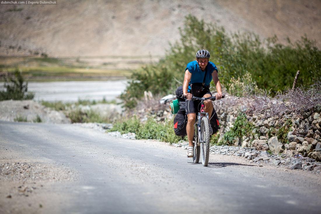 Велотурист в Занскаре, Индийские Гималаи